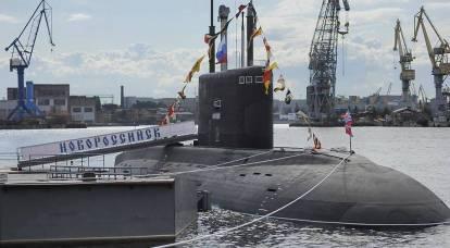In Polonia, ha rivelato la mancanza di un sottomarino russo, osservando una portaerei britannica