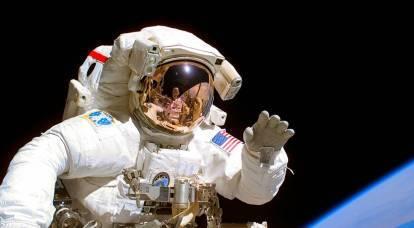 美国人展示了独特的太空服