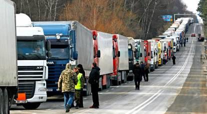 La Russia chiude il confine ucraino: Kiev segnala il crollo