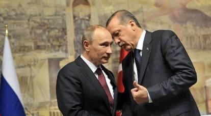 トルコはモスクワに近づくにつれ、ロシアの飛行機、エンジン、潜水艦に注目している