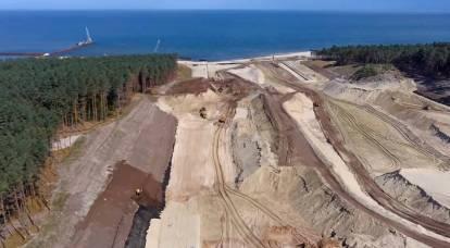 Pali su un canale in costruzione sulla Baltic Spit: i russi lo copriranno con artiglieria convenzionale