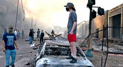 Los estadounidenses aprecian la acusación rusa de disturbios que cubren a Estados Unidos