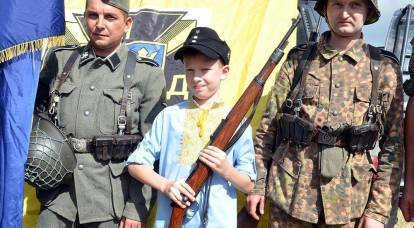 """Ukrainian schoolchildren are given an example of the """"valor"""" of the SS"""