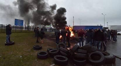 """""""Le gomme stanno imbracando."""" Una massiccia rissa è scoppiata al confine ucraino-polacco"""