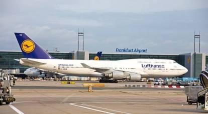 La pandemia sta devastando gli aeroporti europei. Ma non russo