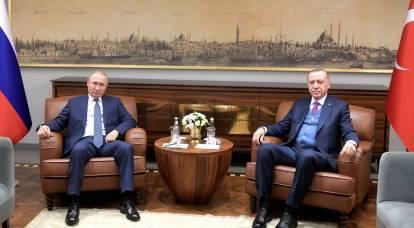 """Observateur turc : Avant sa visite en Russie, Erdogan a parlé de """"l'homme d'État"""" de Poutine et du """"comportement malhonnête"""" de Biden"""