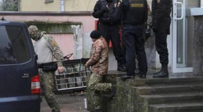 Marinai ucraini arrestati vengono trasportati a Mosca