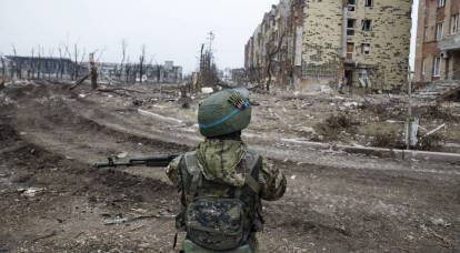 Continuing bloody aggression, is Kiev playing a fighter for peace or with fire?
