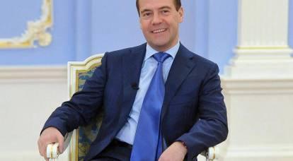 """Medvedev: interrotto il calo delle entrate, ma i funzionari devono """"accendere il cervello"""""""