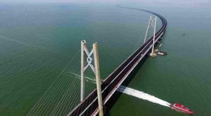 Più ripido della Crimea: in Cina è stato aperto il ponte più lungo del mondo