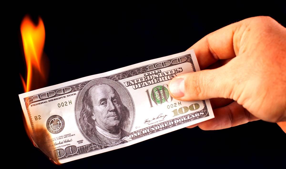 Саудовская Аравия угрожает прекратить использование доллара в торговле нефтью