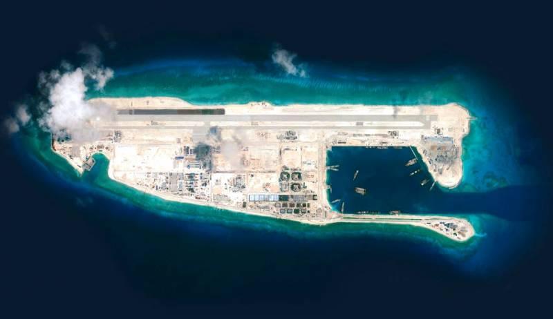 Почему США так нервничают из-за «земляных авианосцев» Китая