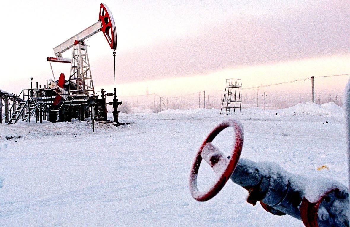 Картинки по запросу добыча нефти зимой