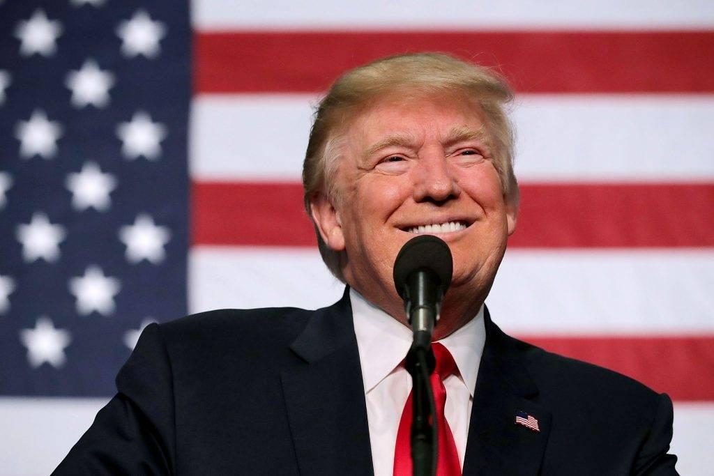 Трамп объявил о приостановке сбора налога на зарплату до конца 2020 года