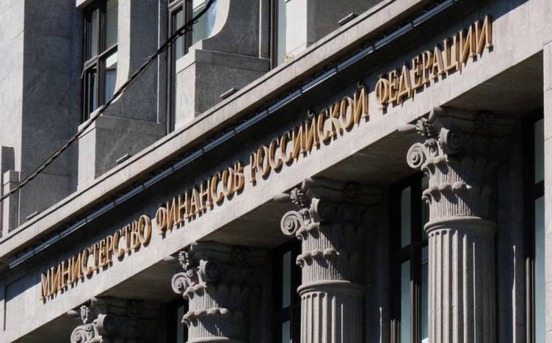 Минфин решил сократить большое количество чиновников в России