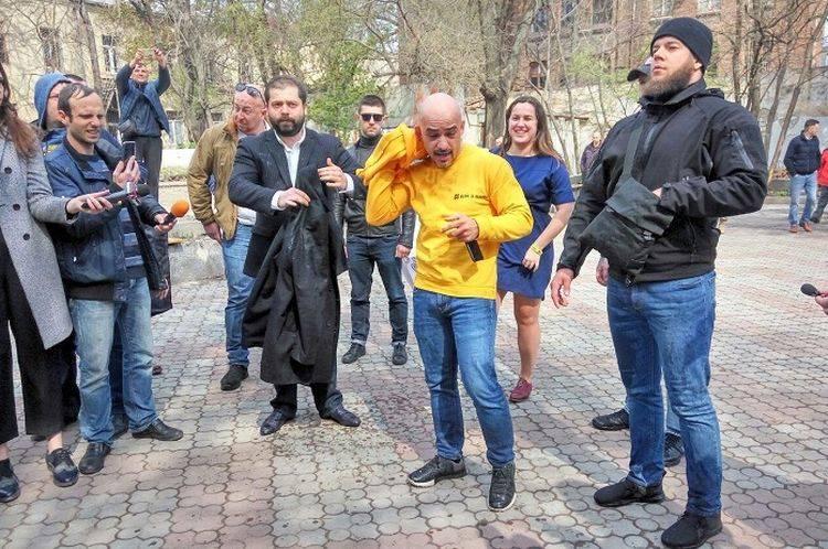 Мустафу Найема облили фекалиями и мочой в Одессе