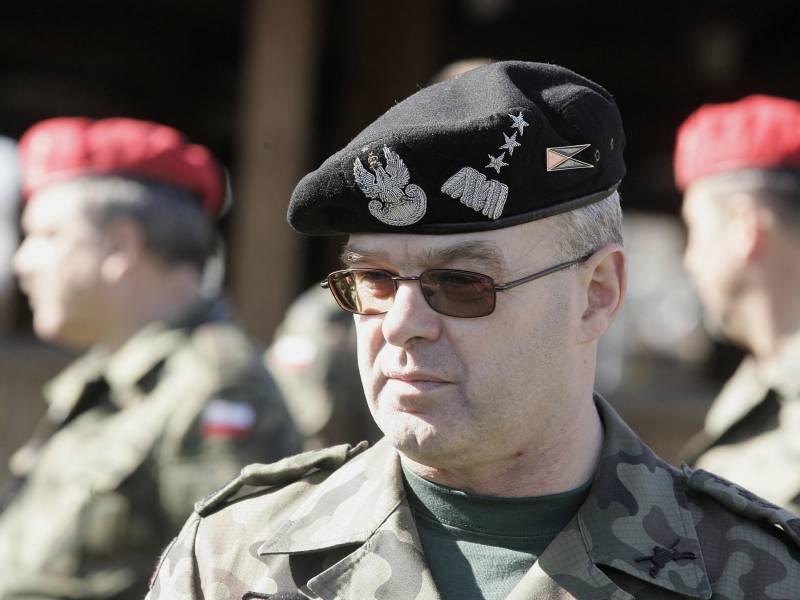 Польский генерал пригрозил России ядерным кулаком США