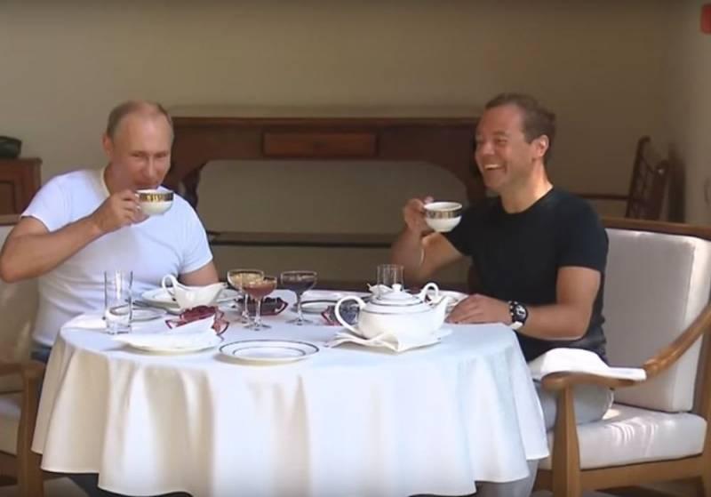 Доходы Путина за год упали на 10 миллионов, а у Медведева выросли на 1,5