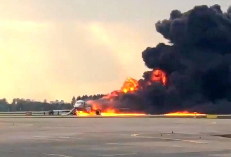 硬着陆:俄罗斯航空公司的客机在谢列梅捷沃被烧毁