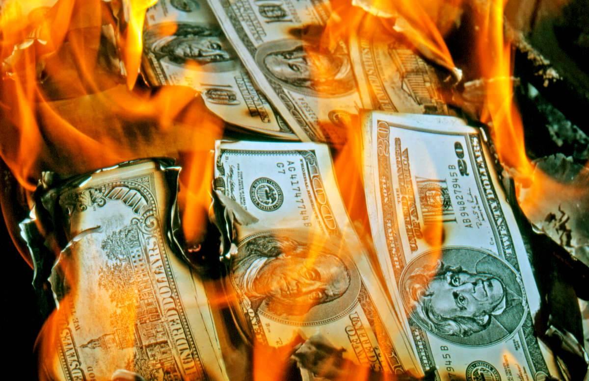картинки жгут деньги себе
