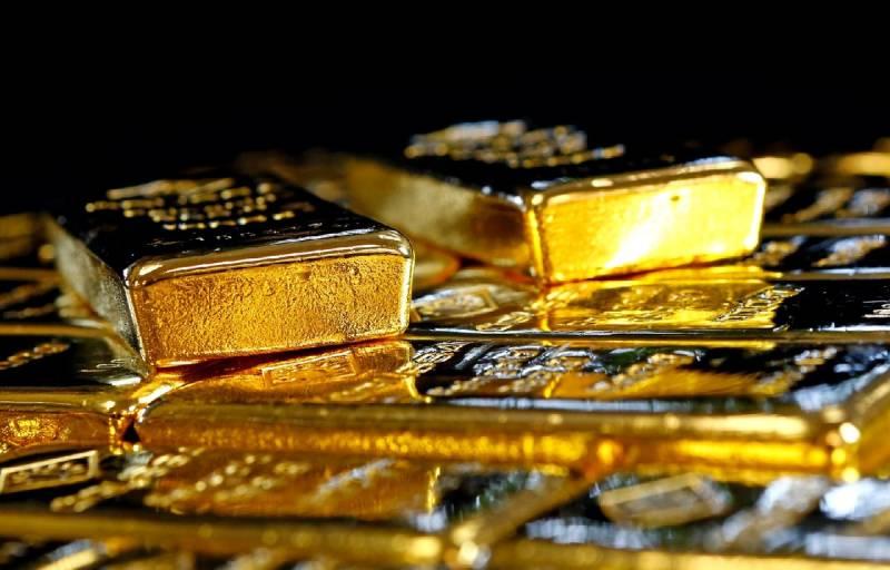 Начало схождения американской национальной валюты с финансового Олимпа