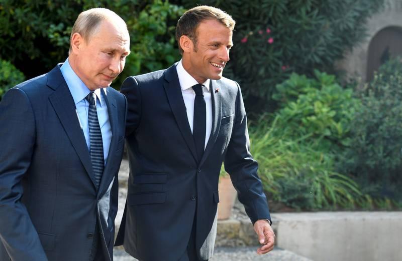 Зачем президент Макрон вдруг протянул руку дружбы Путину