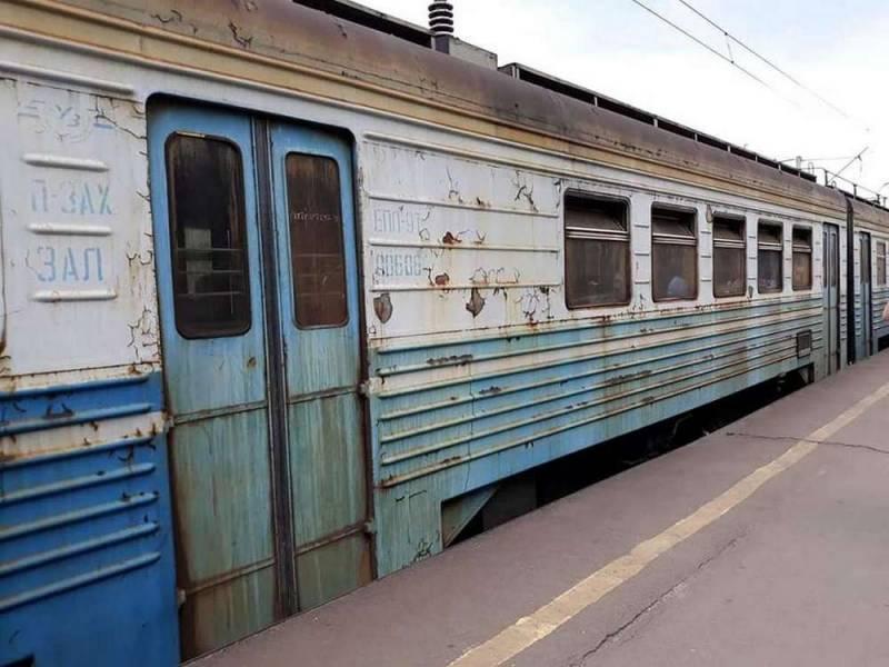 Киев признался: железнодорожная инфраструктура Украины почти уничтожена