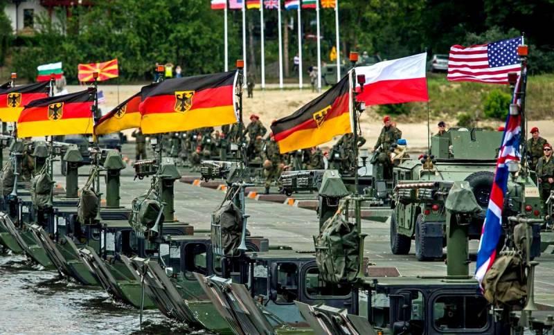 Развертывание НАТО по всей границе: западные СМИ предупреждают Россию