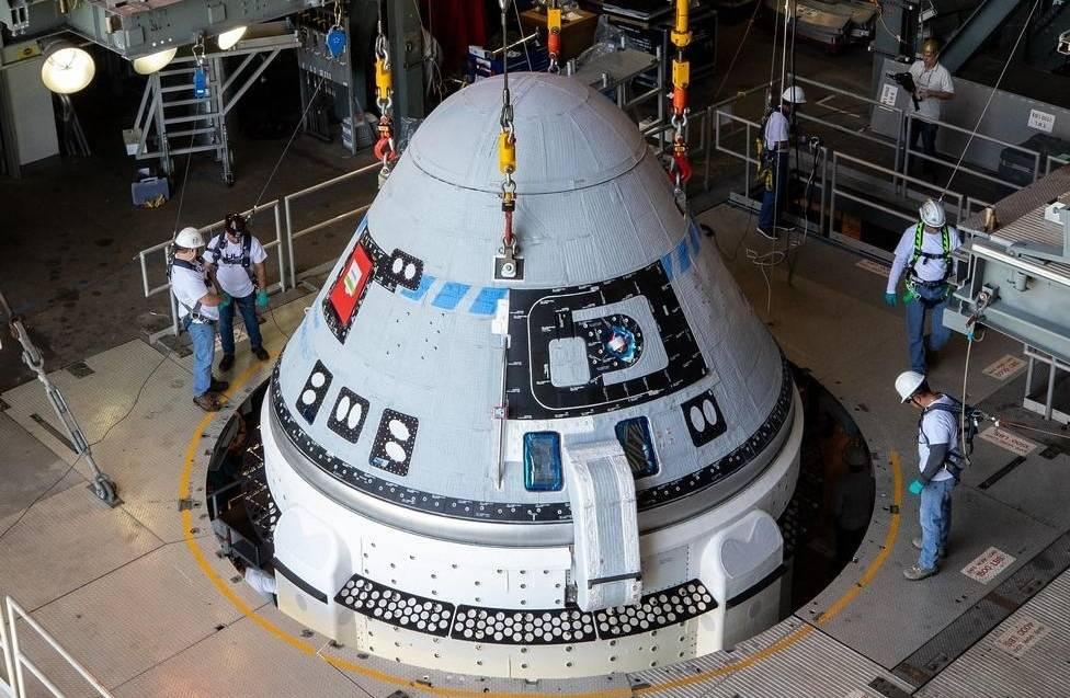 установка корабля CST-100 Starliner на ракету Атлас 5