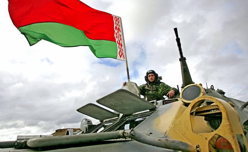 Отношения ухудшаются: Лукашенко может потребовать вывести военных РФ из страны