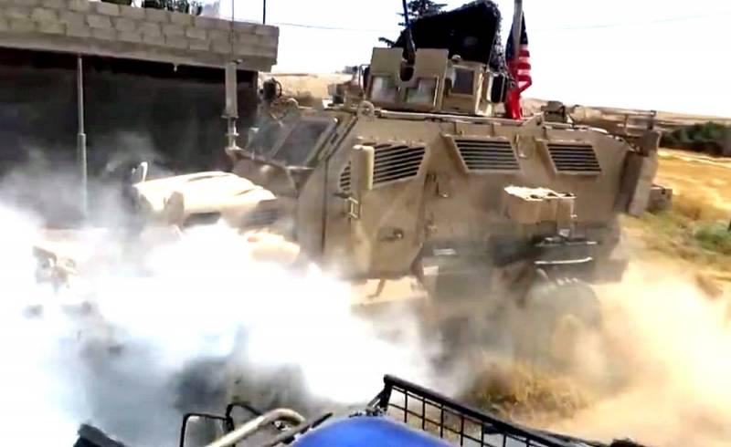 Броневик США попытался обогнать русских в Сирии, но не смог и задымился