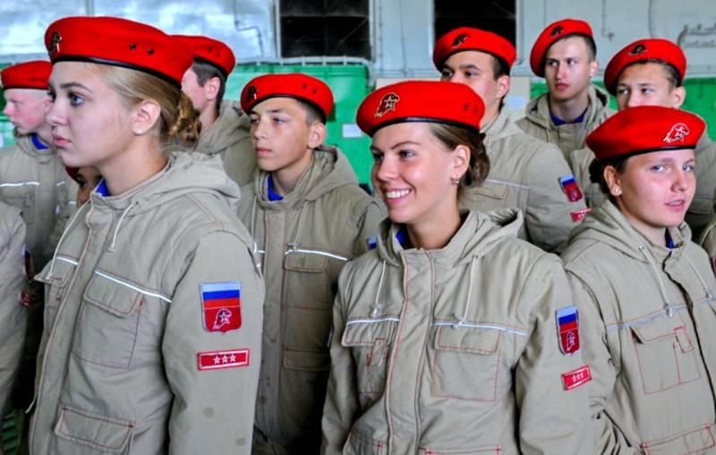 «Вынужденный патриотизм»: кому не даёт покоя вопрос воспитания молодежи РФ