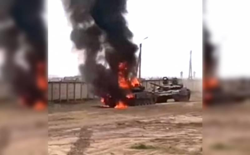 На Украине высмеяли загоревшийся российский танк