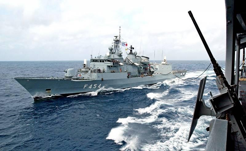 В шаге от войны: греческий фрегат совершил навал на турецкий корабль