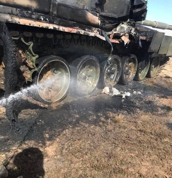 Ruslar, Rusya Federasyonu'ndaki tatbikatlar sırasında T-90 tankının yanlışlıkla ATGM'den atılmasını takdir ettiler.