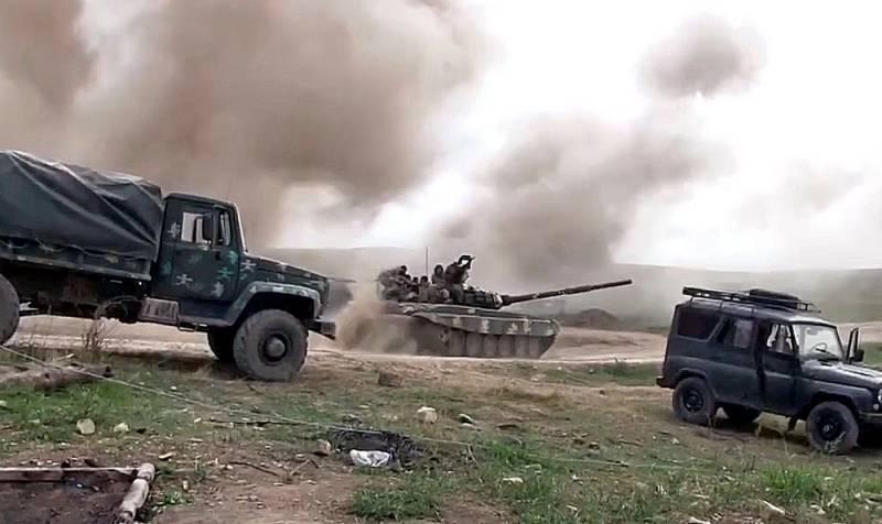 Появилось видео разгрома бронеколонны и бегства азербайджанцев с поля боя