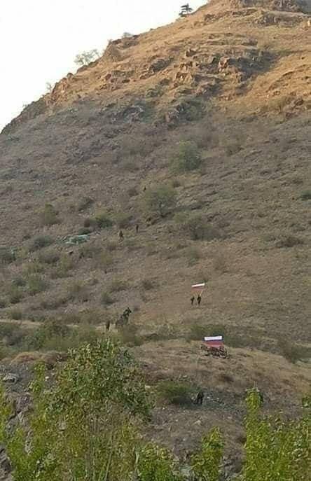 Rimedio: i militari con le bandiere russe compaiono sul confine armeno-Karabakh