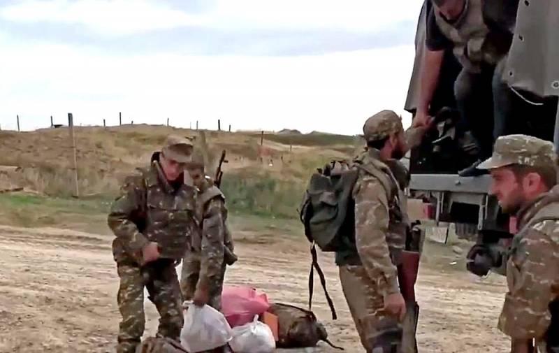 «Идем с рогаткой против танков»: появилось видео, как армяне покидают боевые позиции