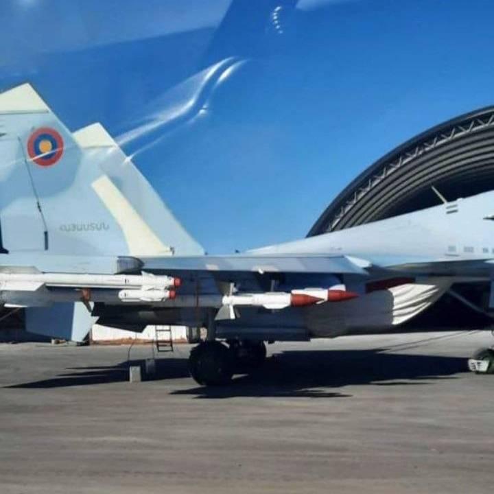 公開された写真は、パシニャンが非武装のSu-30SMについて嘘をついたことを証明しています