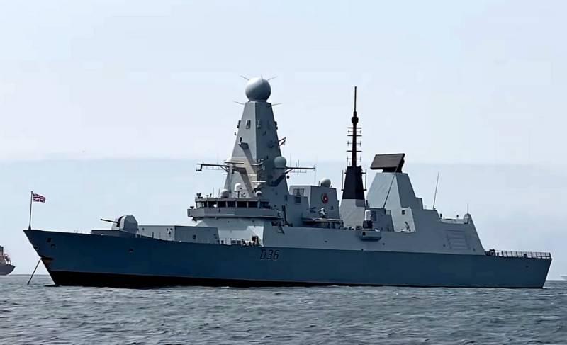 Российский флот и авиация открыли предупредительный огонь по британскому эсминцу